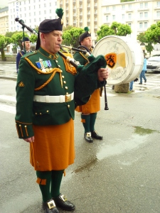 Pipe Band prepare to lead parade to Shrine