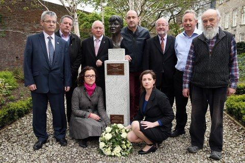 Wreath laid at Veronica Guerin statue