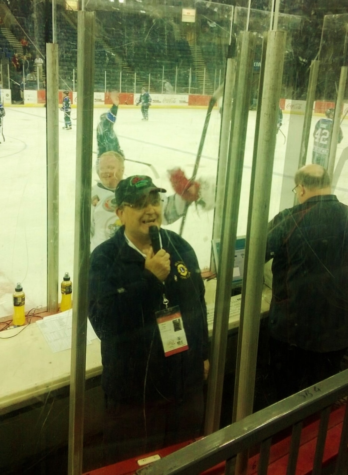 Announcing at the ice hockey: WPFG picture