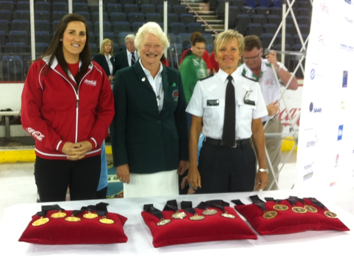 Dame Mary Peters and Judith Gillespie at the medals ceremony