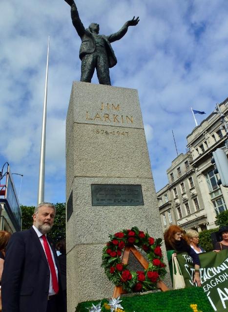 SIPTU President Jack O'Connor at Jim Larkin statue Photo: © Michael Fisher (NUJ)
