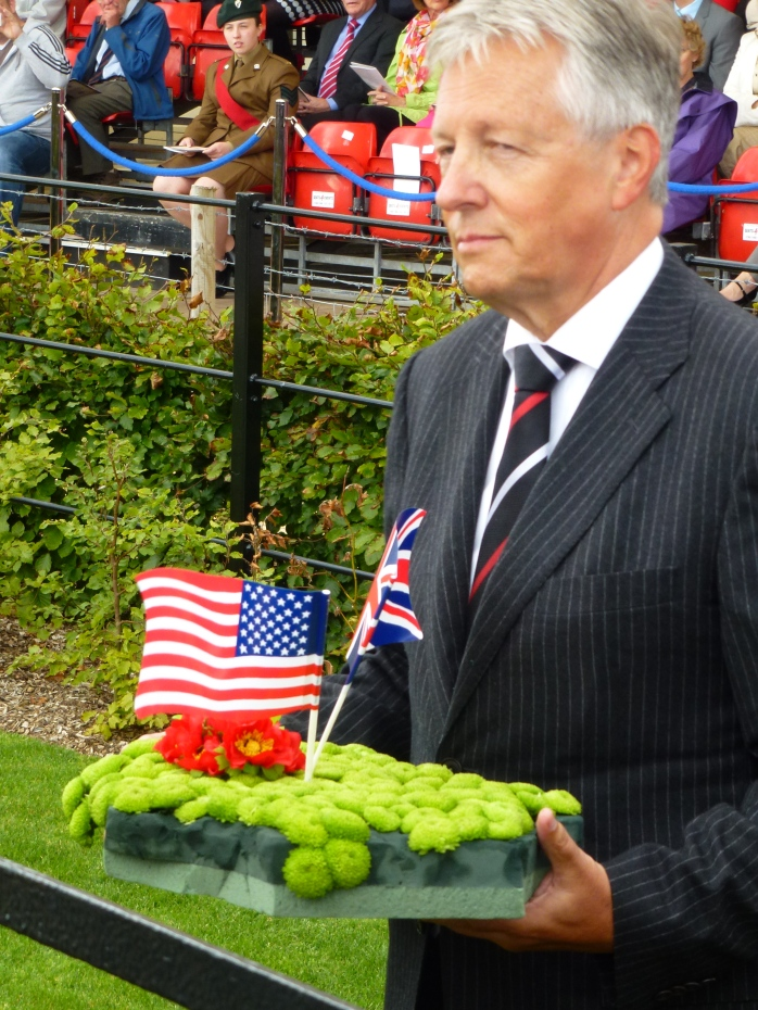 NI First Minister Peter Robinson lays a wreath at Lisnabreeny Photo:© Michael Fisher