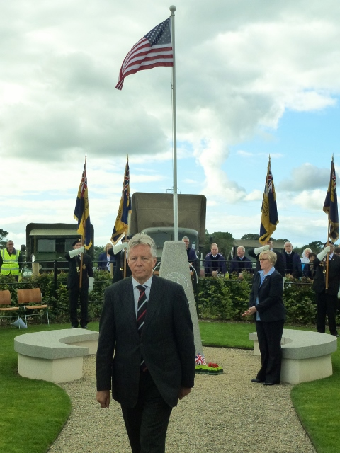 NI First Minister Peter Robinson lays a wreath at the Lisnabreeny memorial Photo: © Michael Fisher