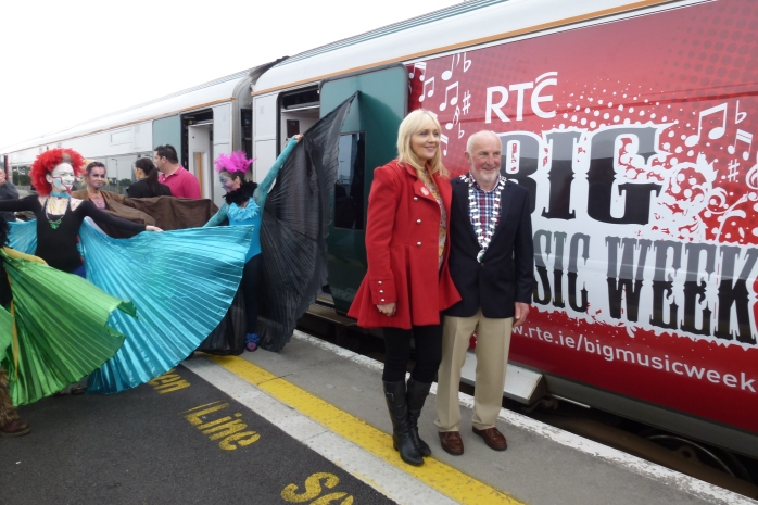 'Birds of Paradise' with town Mayor Mick Deely greet RTÉ's Miriam O'Callaghan at Newbridge Photo: © Michael Fisher