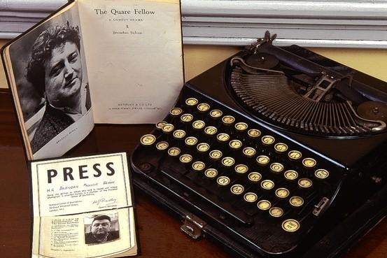 Brendan Behan's typewriter & NUJ Card: Photo: Dublin Writers Museum