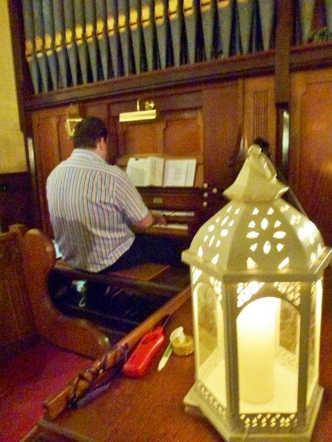 Organist Glenn Moore  Photo: © Michael Fisher