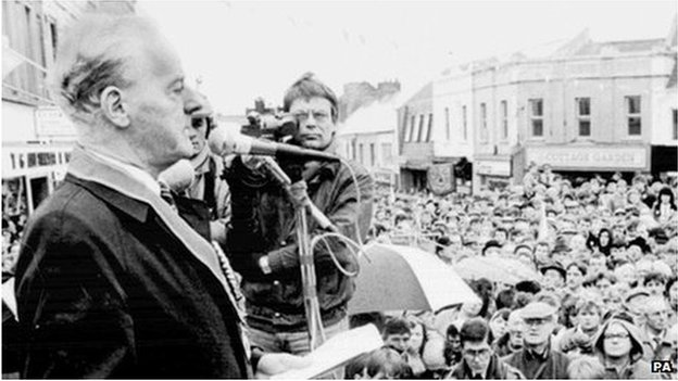 UUP leader James Molyneaux being filmed at a rally by RTÉ News cameraman John Coughlan. Looks like mid-1980s. Photo: Press Association/BBC website