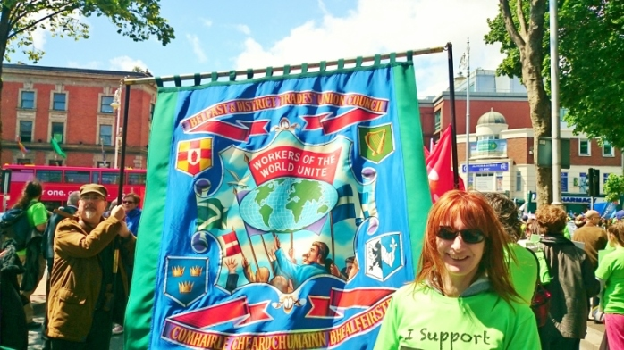 Independent Socialist TD Clare Daly admires the Belfast & District TUC banner Photo:  © Michael Fisher