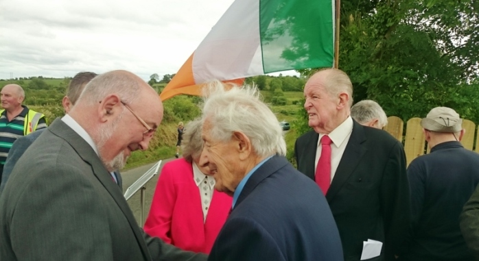 Caoimhghín Ó Caokain T.D. speaking to Mackie Moyna after the unveiling of the plaque  Photo:  © Michael Fisher